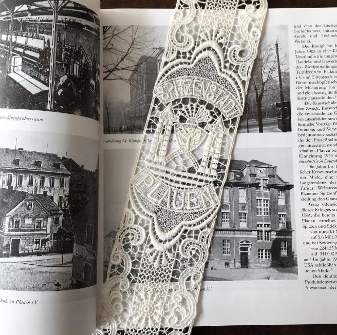 Ein Souvenir aus Plauen - Ein Lesezeichen aus Plauener Spitze