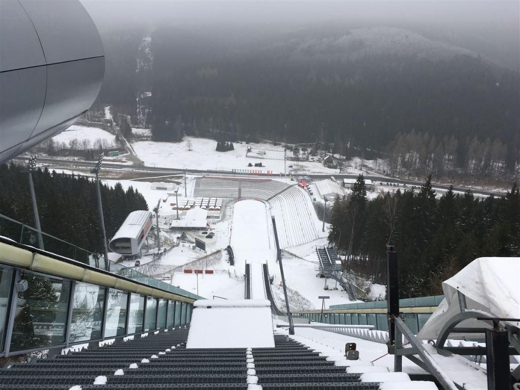 Vogtlandarena - Blick vom Sprungturm, dort wo die Skispringer starten - Ein Ausflugsziel für die ganze Familie