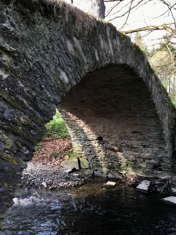 Ausflug zur romatischen Schafbrücke im Kemnitzbachtal im Vogtland | historische Steinbogenbrücke | Schafbrücke bei Geilsdorf