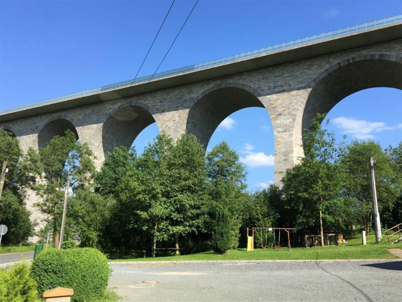Rund um die Autobahnbrücke Pirk