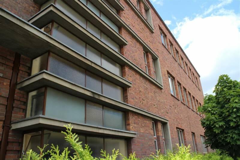 Bauhausstil in Gera / Thüringen - Thilo Schoder - ehemalige Frauenklinik