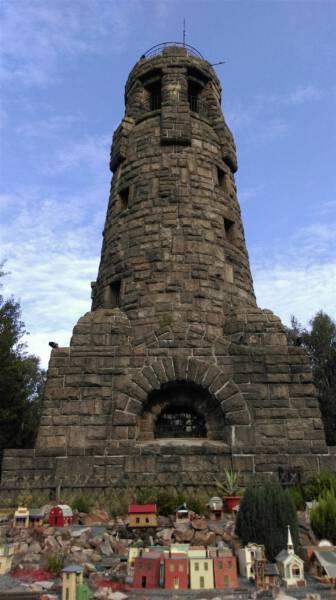 Ausflug für die ganze Familie - Der Turm auf dem Kuhberg mit Garteneisenbahn im Vogtland / Sachsen