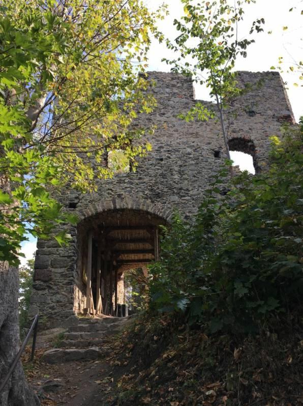 Ausflugstipp: Burg Engelhaus Andelska Hora Kulturweg der Vögte