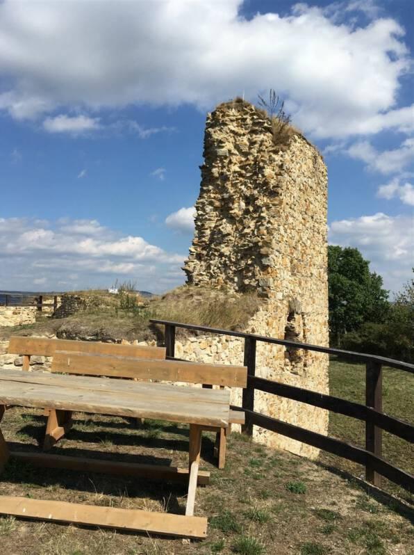 Platz für ein Picknick - die Ruine der Burg Hartenstein