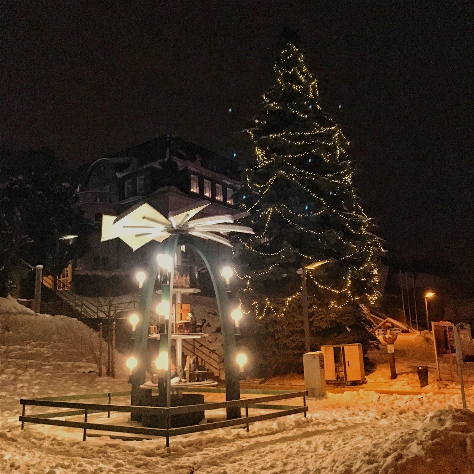 Ausflug in Sachsen zu Weihnachten: Die Pyramide in Klingenthal