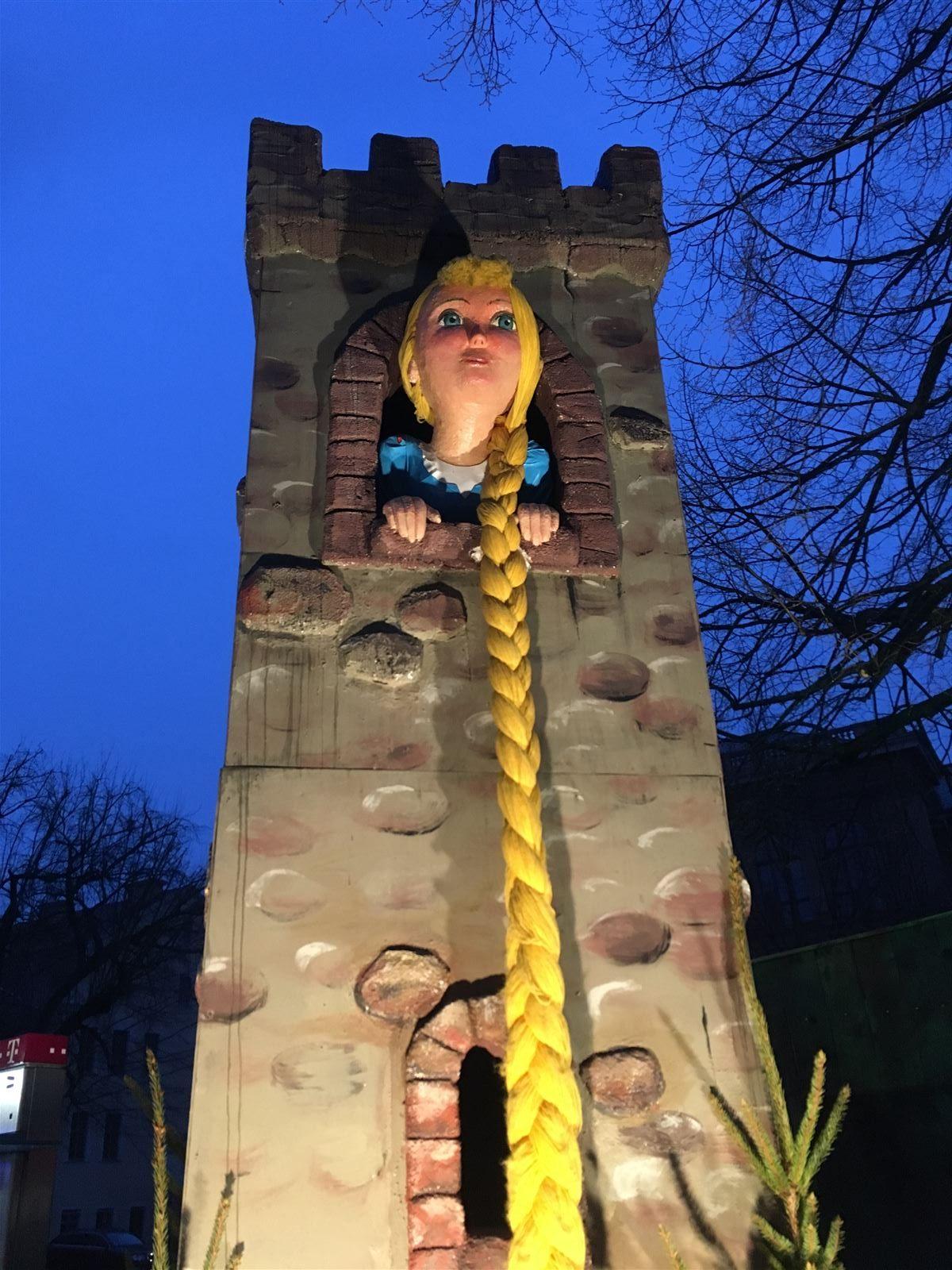 viele Märchen und Figuren auf dem Weihnachtsmarkt Gera - unser Tipp für einen Ausflug mit Kindern