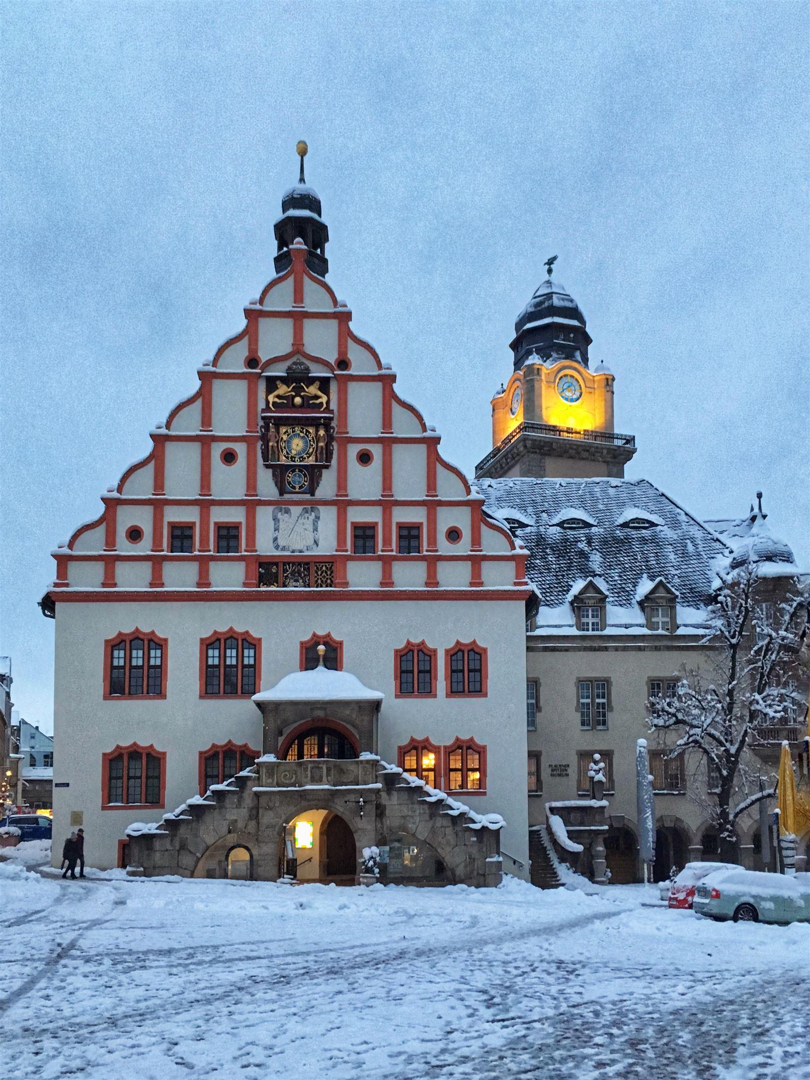 Ausflug im Winter in Sachsen - winterlicher Spaziergang durch Plauen - Rathaus