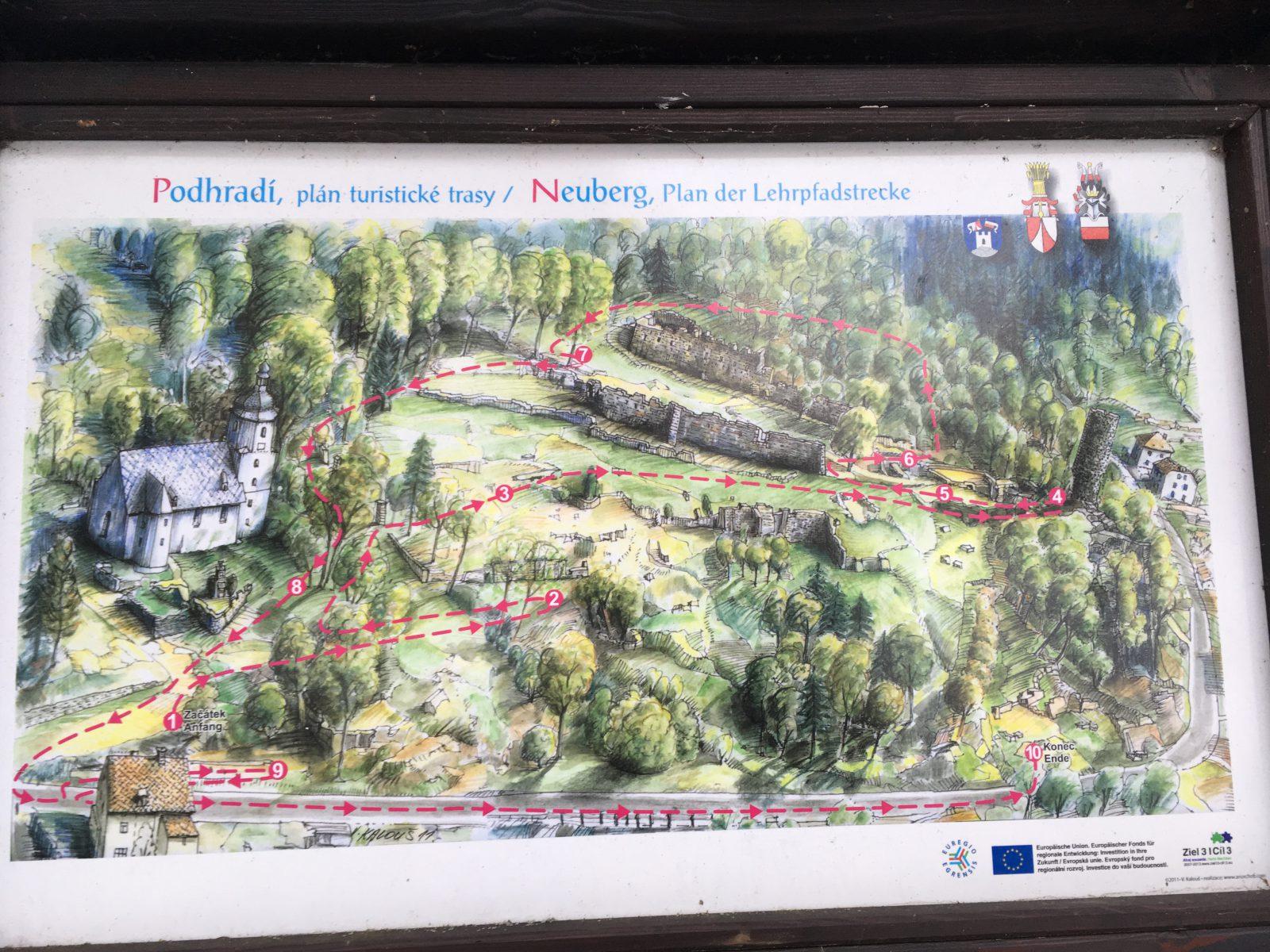 Die Burgruine der Burg Neuberg in Podhradi