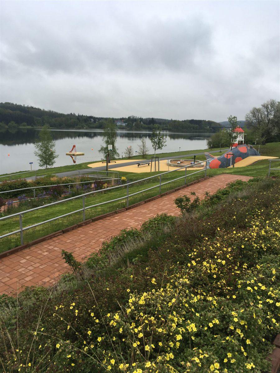 Ausflug mit Kindern in den Sommerferien An der Talsperre in Zeulenroda in Thüringen