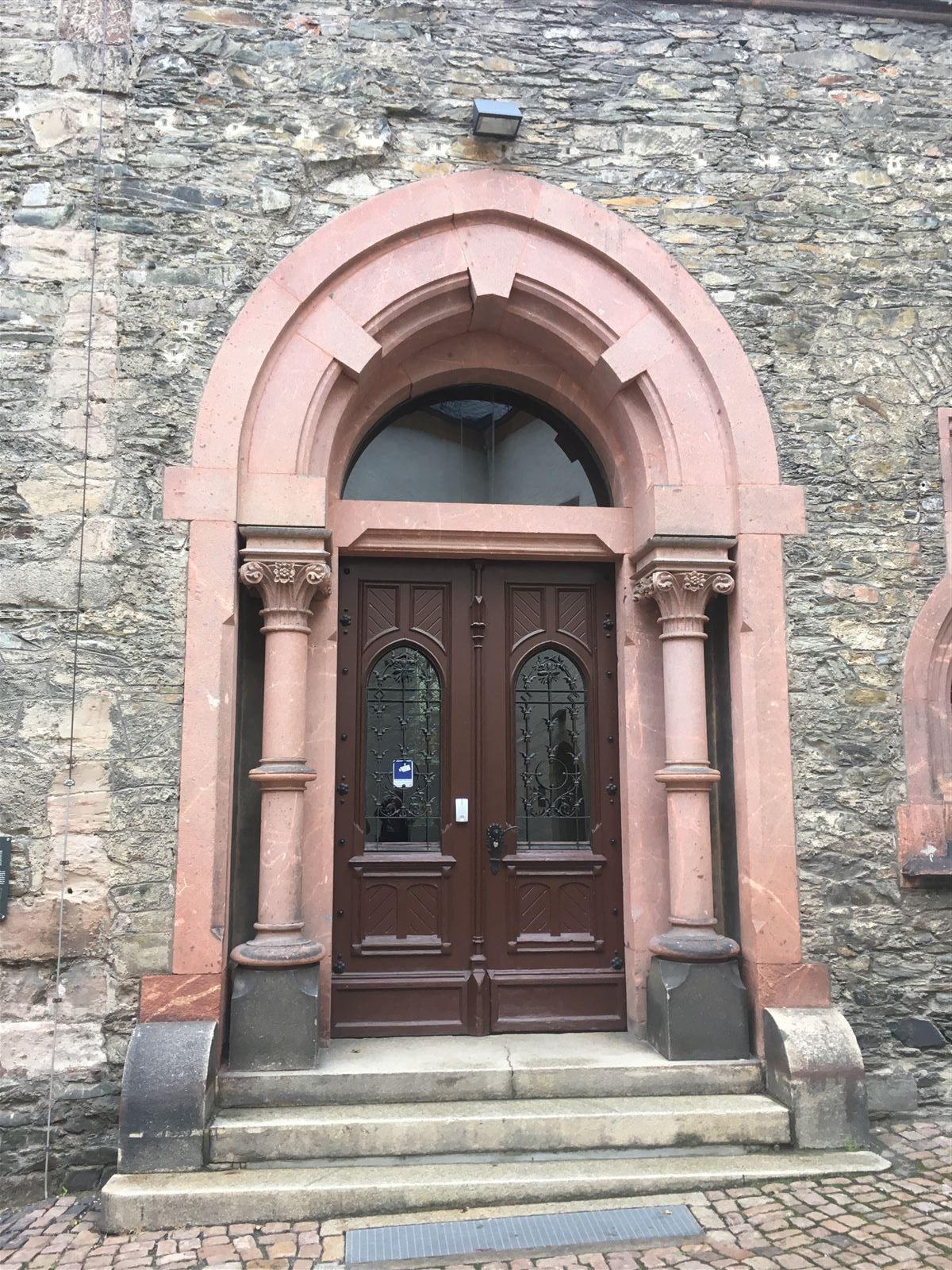 Das Eingangsportal am ehemaligen Rathaus