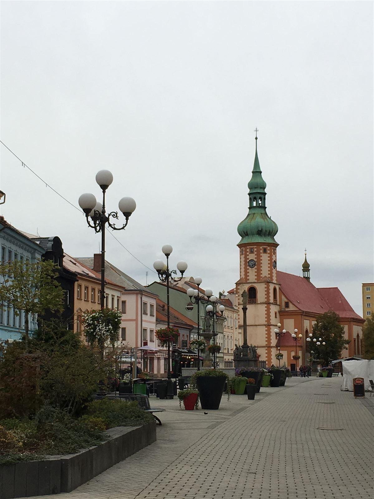 Blick zur St. Jakobskirche auf dem Marktplatz