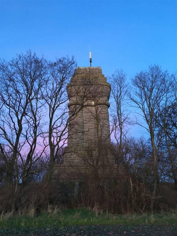 Der Reuster Turm – Ein Bismarckturm in der Nähe von Ronneburg