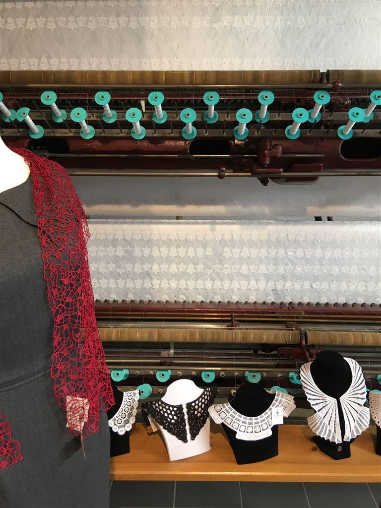 Plauener Spitze direkt beim Hersteller kaufen  - Modespitze Plauen - Lieblingsladen in Plauen
