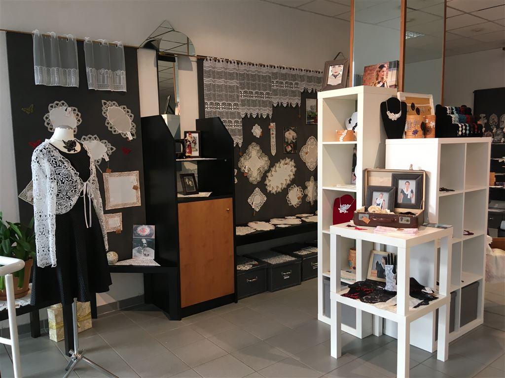 Plauener Spitze direkt beim Hersteller kaufen  - Modespitze Plauen - Lieblingsladen