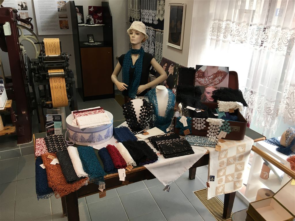 Plauener Spitze direkt beim Hersteller kaufen  - Modespitze Plauen