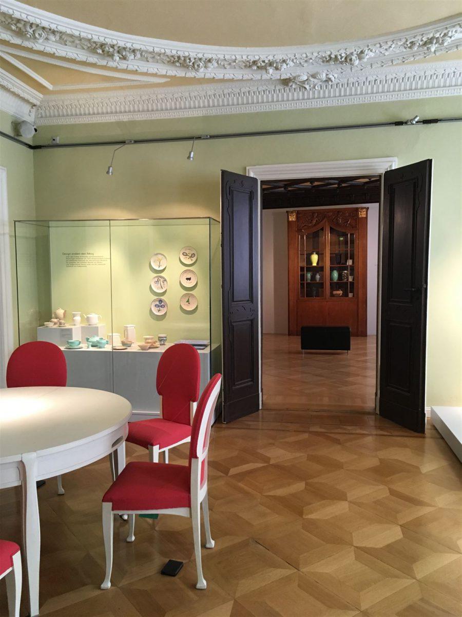 Stühle und Tisch von Henry van de Velde für das haus Schulenburg in Gera