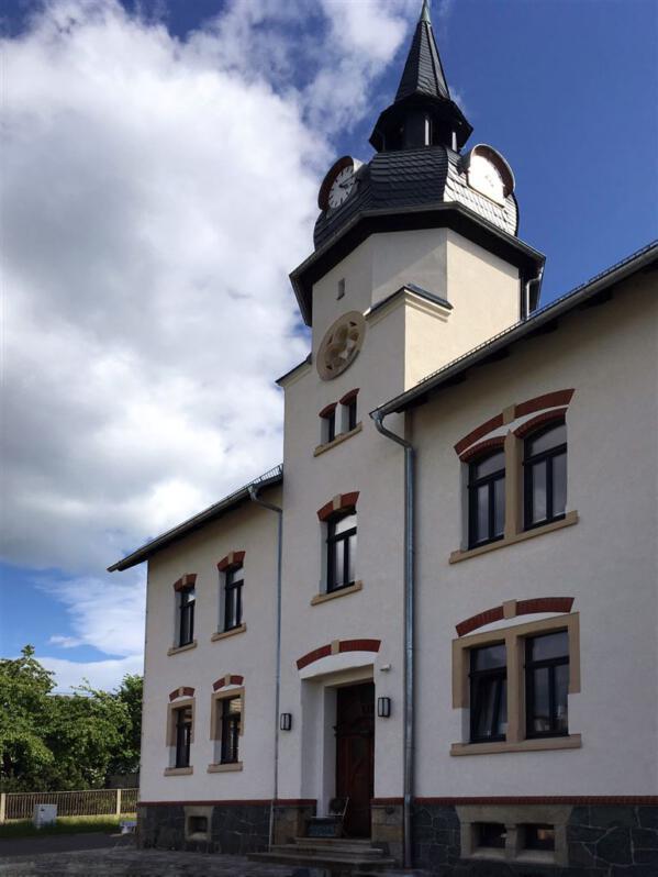 Die alte Turmschule in Niederböhmersdorf – heute Café und Ferienwohnung